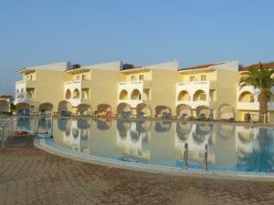 bloky hotela pri bazéne