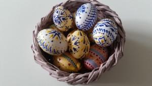 vajíčka maľované voskom