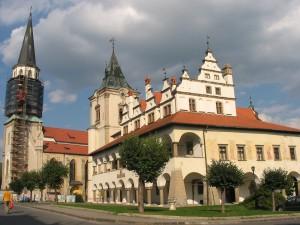 Dom Majstra Pavla Levoča a v pozadi kostol sv.Jakuba